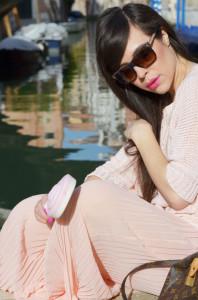 outfit-gonna-lunga-chiffon-rosa_occhiali-da-sole-gucci_louis-vuitton-speedy_ops-object-bracciale_13-576x869