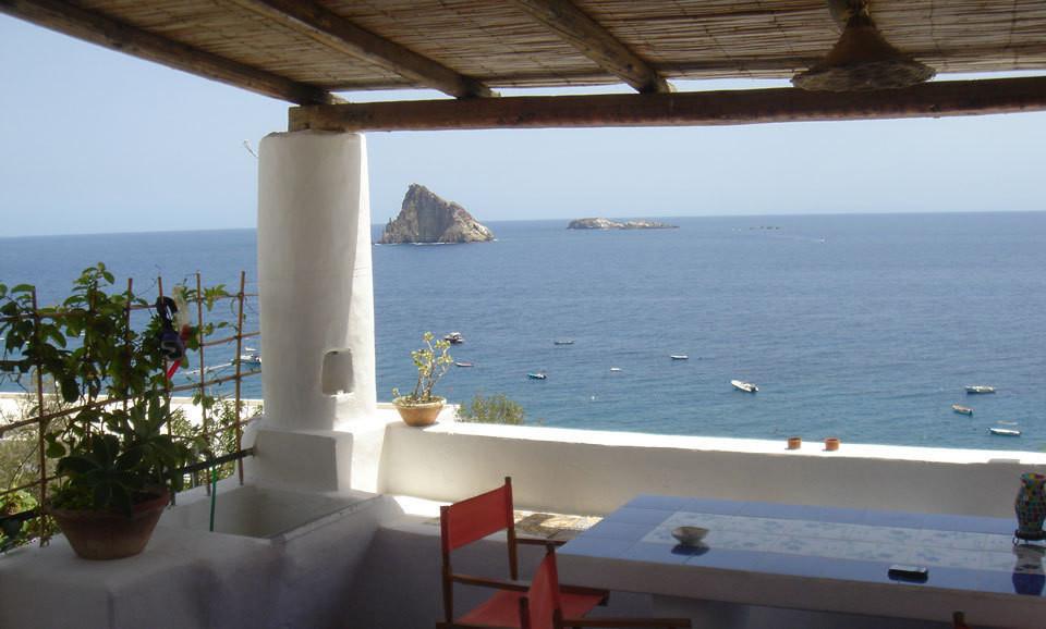 Una casa in stile mediterraneo idee ispirazioni for Arredamento mediterraneo
